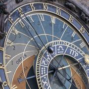 Wie kann mir die Astrologie bei finanziellen Problemen helfen?